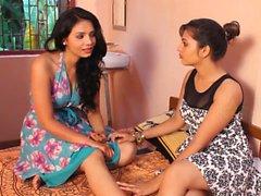 Caldo Bi-sessuale College Girls a Pune