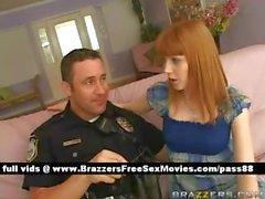 Взрослых брюнетка детка на дому с полицейским