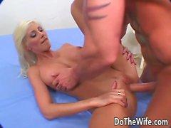 Swinger esposa Puma Swede Toma um grosso caralho