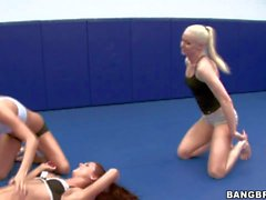 Sporty chick Lux Kassidy plays with girls at the gym
