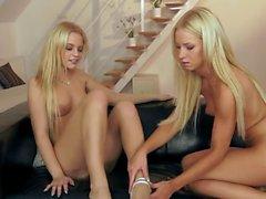 Blond lesbi girls