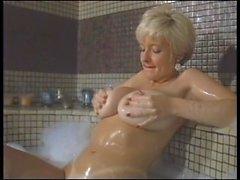 Danni Ashe em casa em Marina del Ray tomar um bubblebath muito erótico