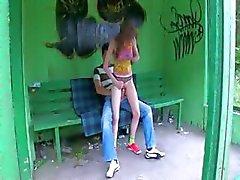 Unsere erste garden Sex auf Bushaltestelle