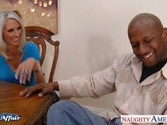 Грудастая блондинка Emma Starr занять соседа петуха