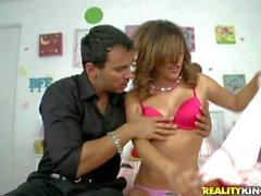 Melanie Rios es una putilla dulce con el pechos pequeños : Pornsharing tubo atractivo