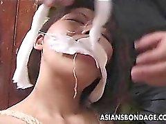 De chicas Japón atados y humillado en la ropa tradicional