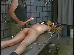 Esaret masaya sürtük spanked alır