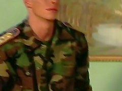 Hahn Liebevolle In The Army die mit zwei