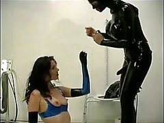 Slave recebe seu burro perfurados no banheiro