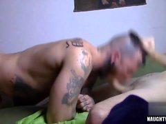 Big Dick Homosexuell Oralsex und abspritzen