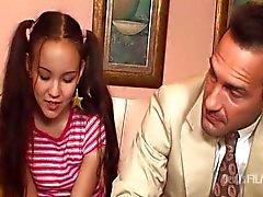 Amai de Liu enculée Gardienne d'enfants