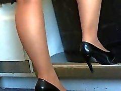 Ennakkoluuloton kenkä pelisilmää Lentoemännät kohteessa kullanruskeana pantyhose