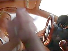 De MILF dá masturbar enquanto dirige