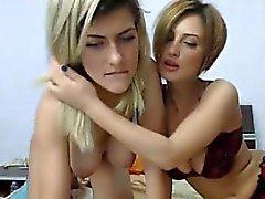 Dois sexy busty naturals mostra seus peitos e masturbates