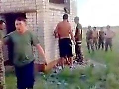 Venäjän armeijan Guys Vitut kuokka ulkoilu .