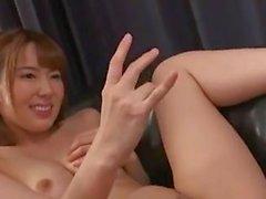 Hana y Yui: solitarias esposas