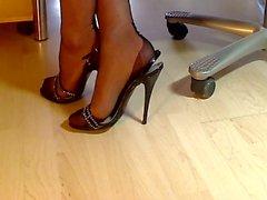 Kysymykseni jalkaa FF nailonit sekä italialaisen sandaalien