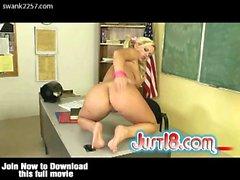 Brea Olson di presa in giro il suo insegnante
