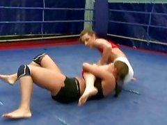 Reizvolles Brünette Wrestling
