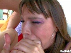 Дана DeArmond высасывает жирный петух и использует ее ног