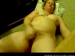 BBW plays with the camera wanking masse