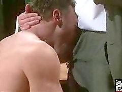 Os homens heterossexuais que gosta de porra bundas gays