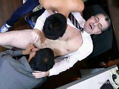 Padre e asiatici Giovani Senza grezzo Threesome