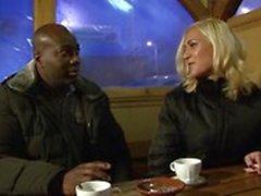 Inbjuden en främling cuckold tränare att knulla blond fru