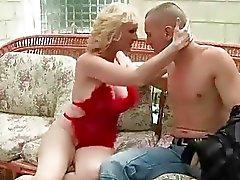 Da avó tesão Busty desfruta sexo anal