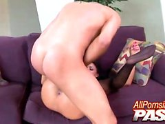 Si vous les aimez dames mignon et gros seins, puis Eva Angelina