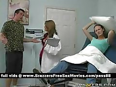 Puta jovem grávida vai ao médico