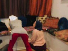 BFFS - Adolescentes Muçulmanos Sacanagem Gostam De Quebrar Normas Culturais