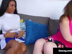 Sexaholic, Sara Jay lehrt Cheerleader Jenna Foxx eine Lektion!