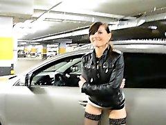 Jeny Smih bei Parkplatz