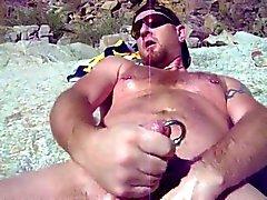 -OSO se la CASCA en playa nudista