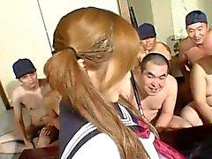 Menina Osaka escolar obtem travada em um enorme bacanal !