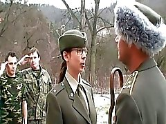 Naughty Brunette armeija narttu Gett ...
