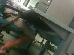 Candid unglaublich sexy Latina Füsse im Computer-Labor