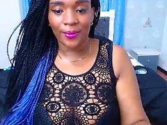 Het ebony med stora tuttar på webbkamera