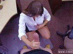 Masturbação adolescente gordinha para uma senhora agindo tímida
