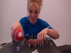Christiana benutzt ihre Spielzeuge Ihn Sperma Machen