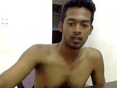 Hot homme indien nu dans la chambre montrant par intermittence sa bite