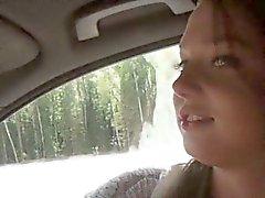 Jolie brunette étudiant de Foxy Di analed et le facialed publiques