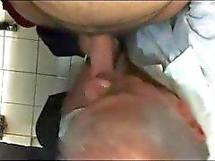 V2962 - Toilettes d'espionnage public - 21-2 - 10 min
