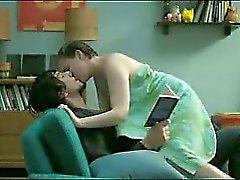 Tits rechonchudos Lena em Dunham e bundas em as cenas de sexo