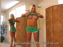 Отдых Babes Audition быть ввержену во видео