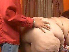 Rothaarige Supersized Oma gefickt