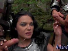 Raunchy Petra wird von zwei Bolzen genagelt