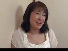 50 yaşındaki olgun Agaki Oda, horozu seviyor