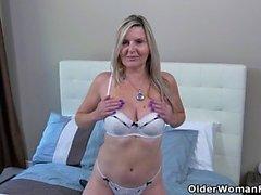 American Milf Alby finger knullar hennes röv